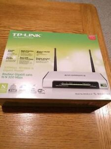 TP-Link WiFi Router 2.4GHZ 300Mbps Only $40 Firm!!!