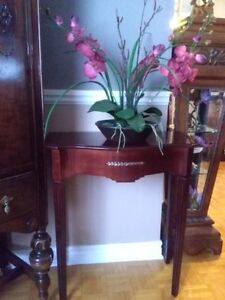 Antique Style Bombay Console w Brass Accents Like New!