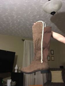 Women's winter boots - New - size 11