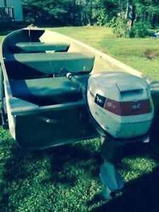 12' Aluminum Boat with 9.5 Outboard Johnson