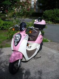 2009 SYM Mio - Pink & White - Reduced Price!