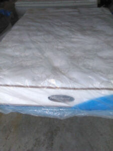 Beautiful QUeen Size SIMMONS BEAUTYREST MaTress & BOX-Delivery