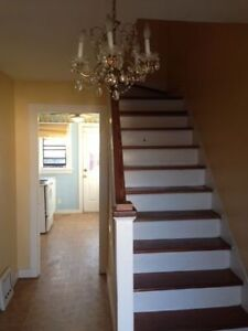 3 Beds Student Apartment For Rent- 620 Victoria Street Kingston Kingston Area image 3
