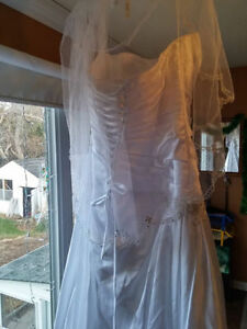 Callista Wedding gown $600 OBO
