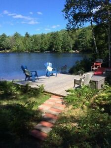 Lakefront home or cottage 45 minutes from Hfx near Chester