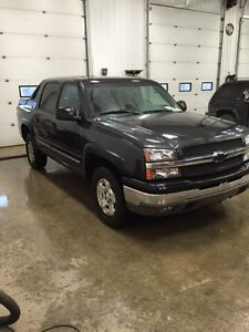 2004 Chevrolet Avalanche, lots of recent work done