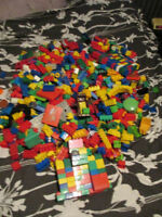 HUGE BOX - 1080 PCES OF MEGA BLOKS (COMPATIBLE WITH DUPLO LEGO)