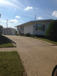 HOUSE FOR SALE BY OWNER IN SMOKY LAKE, AB/QUICK POSSESSION
