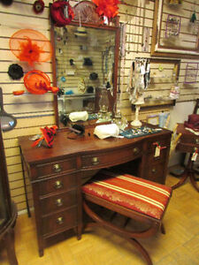 VINTAGE SOLID MAHOGANY BOW FRONT VANITY WITH MIRROR & BENCH