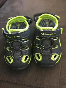 TODDLER BOYS SANDALS...NEW...INFANT SIZE 4W