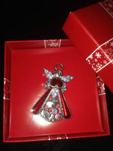 Angel Jewelled Brooche Edmonton Edmonton Area image 2