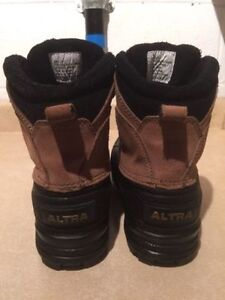 Men's Altra Winter Boots Size 7 London Ontario image 4