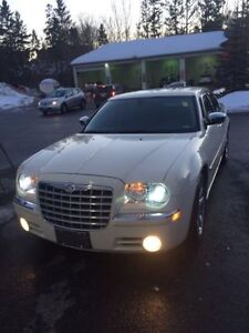 Very Clean 2006 Chrysler 300-Series HEMI Sedan