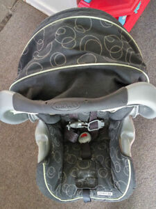 Graco infant car seat,take two for $5 Kitchener / Waterloo Kitchener Area image 3