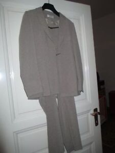 Ladies business suit, MINT condition, size 42 (M-L) Kitchener / Waterloo Kitchener Area image 1