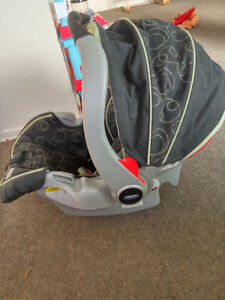 Graco infant car seat,take two for $5 Kitchener / Waterloo Kitchener Area image 2