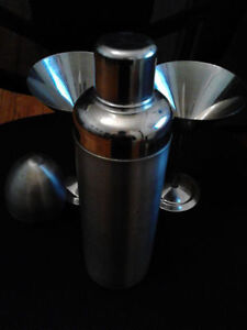 PADERNO Stainless STEEL Cocktail Shaker + MARTINI Glasses