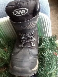 Size 10 men/teens winter boots(Cougar termolites)