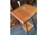 Striking Vintage Arts & Crafts Style 2 Tier Mahogany Gallery Lamp Table Plant Stand