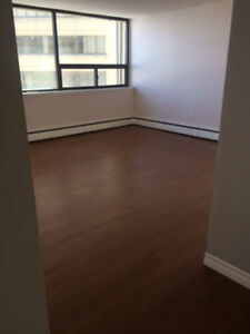 Bachelor Apartment Avail Uptown Heat/Lights incl.