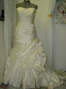 SPECIALIZE IN ALTERING HIGH-END WEDDING DRESS By KIM 403-969-442
