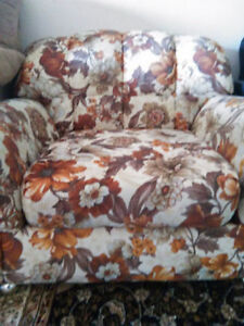 Comfy Flowered Single Couch Seat on wheels (PPU)