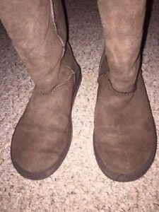 UGGS - brown, size 7