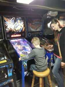 Looking for a pinball machine London Ontario image 4