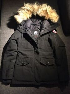 stores at queen and spadina that sales canada goose jacket