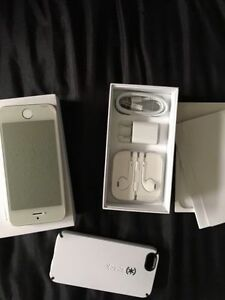 Mint Condition 16gb iPhone SE With Apple Care Plus+