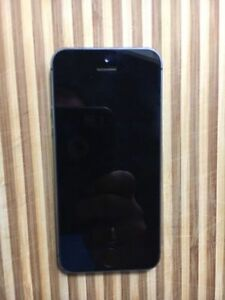 Apple Iphone 5s space grey - 16gb with Tbaytel/roger