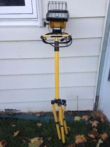 TRIPOD WORK LIGHT like new condition used for my home reno $35 London Ontario image 1