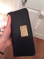Michael kors wallet PERFECT CONDITON