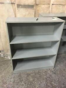 étagères/ Bibliothèques en bois grise