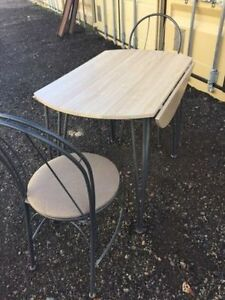 Dining/ Kitchen dining table and 2 chairs set London Ontario image 4