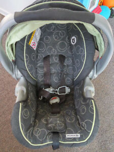 Graco infant car seat,take two for $5 Kitchener / Waterloo Kitchener Area image 1