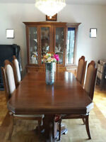 Dining Room in Excellent conditions