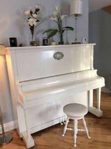 White Willis & co. limited piano