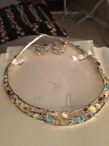 Beautiful Collar Necklace with Matching Earrings