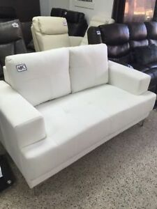 2SEATS WHITE BONDED LEATHER COUCH FOR ONLY 399$