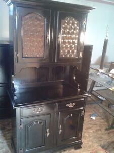 Buffet / vaisselier en bois véritable / china cabinet