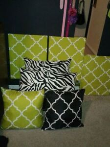Reversable Set of Matching Pillows n Decorative Pictures