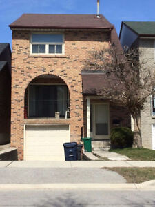 SPACIOUS/CLEAN ROOMS FOR RENT ACROSS FROM GUELPH HUMBER UNI!