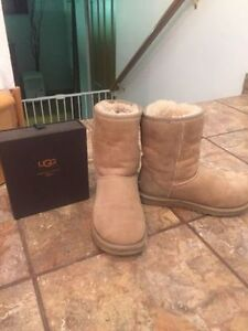 UGG Classic Short with Cleaning Kit