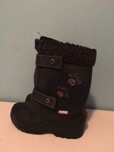 Panda girl's snow boots size 11. AVAILABLE
