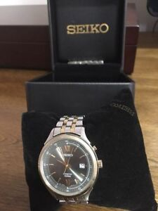Men's Seiko Kinetic Watch with Date. Used, crystal has scratches