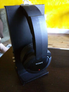 REDUCED!!  Sony' Wireless' Headphones with stand and all cords