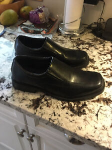 LIKE NEW- SIZE 10 MENS DRESS SHOES