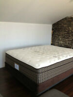 SEALY POSTUREPEDIC MATTRESS AND BOXSPRING  MINT CONDITION