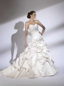 Size 4 Never Worn Wedding Gown